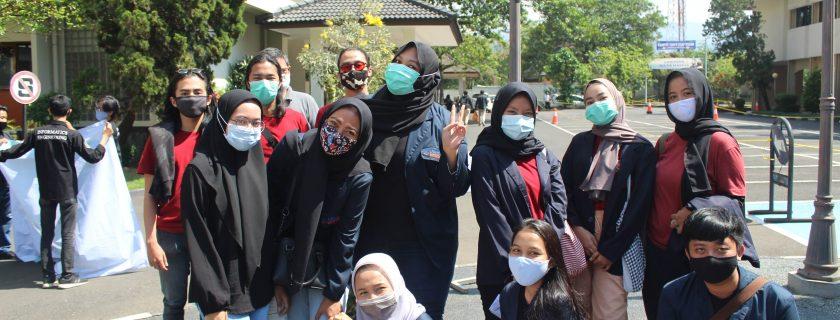 PKM SEMA FB Green Campus Bersih Sungai Cidurian